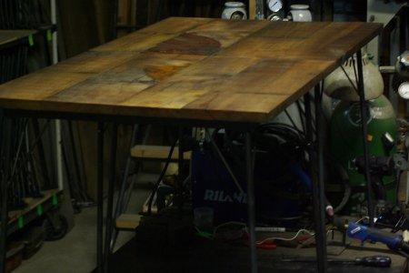オールドアガチス鉄脚テーブル001