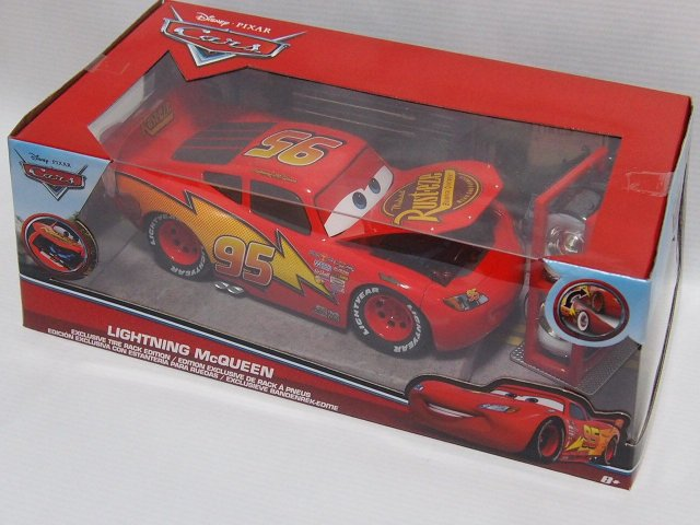 JADA TOYS LIGHTNING McQUEEN EXCLUSIVE TIRE RACK EDITION 1:24