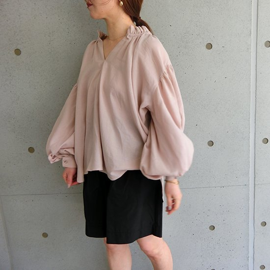 neck gather blouse