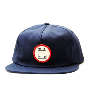 <img class='new_mark_img1' src='//img.shop-pro.jp/img/new/icons5.gif' style='border:none;display:inline;margin:0px;padding:0px;width:auto;' />WKND LOGO PATCH SNAPBACK CAP/ NAVY (ウィークエンド 5パネルスナップバックキャップ)