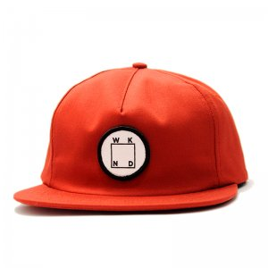 <img class='new_mark_img1' src='//img.shop-pro.jp/img/new/icons5.gif' style='border:none;display:inline;margin:0px;padding:0px;width:auto;' />WKND LOGO PATCH SNAPBACK CAP/ RUST (ウィークエンド 5パネルスナップバックキャップ)