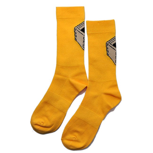 <img class='new_mark_img1' src='//img.shop-pro.jp/img/new/icons5.gif' style='border:none;display:inline;margin:0px;padding:0px;width:auto;' />DAY LIQUOR STORE MASU SOCKS / GOLD (デイリカーストアー ソックス/靴下)