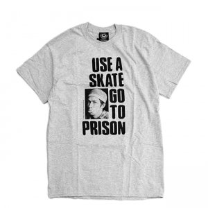 <img class='new_mark_img1' src='//img.shop-pro.jp/img/new/icons5.gif' style='border:none;display:inline;margin:0px;padding:0px;width:auto;' />THRASHER USE A SKATE GO TO PRISON TEE / HEATHER GREY (スラッシャー ロゴTシャツ)