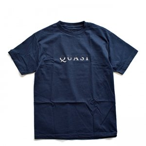 <img class='new_mark_img1' src='//img.shop-pro.jp/img/new/icons5.gif' style='border:none;display:inline;margin:0px;padding:0px;width:auto;' />【20%OFF】QUASI WORDMARK TEE / NAVY (クアジ Tシャツ/半袖)