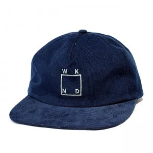 <img class='new_mark_img1' src='//img.shop-pro.jp/img/new/icons5.gif' style='border:none;display:inline;margin:0px;padding:0px;width:auto;' />WKND Square Logo Hat / NAVY(ウィークエンド 5パネルスナップバックキャップ)