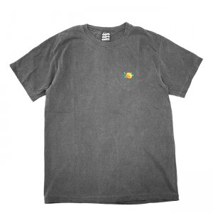 <img class='new_mark_img1' src='//img.shop-pro.jp/img/new/icons5.gif' style='border:none;display:inline;margin:0px;padding:0px;width:auto;' />SAYHELLO Yin and Yang Embroided GARMENT DYE TEE / PEPPER (セイハロー Tシャツ)