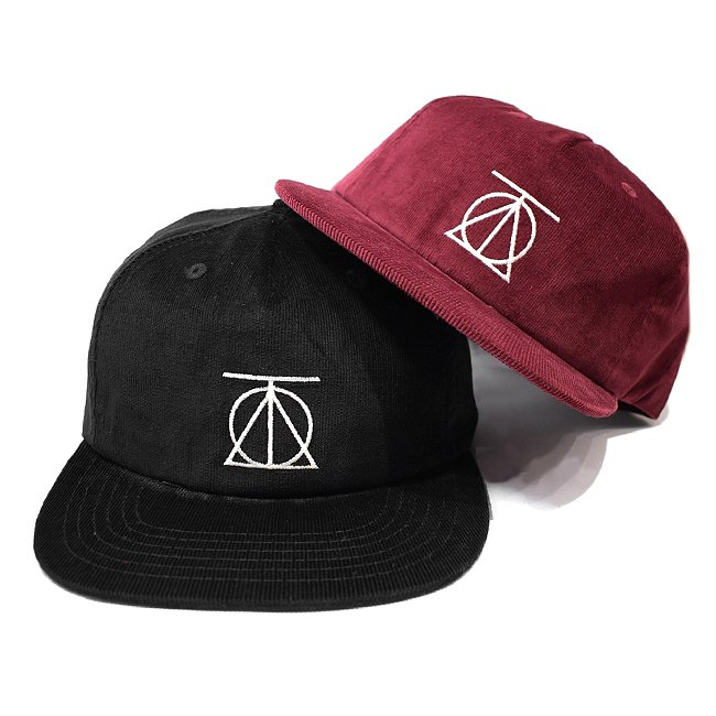 <img class='new_mark_img1' src='//img.shop-pro.jp/img/new/icons5.gif' style='border:none;display:inline;margin:0px;padding:0px;width:auto;' />THEORIES CREST LOGO CORDUROY STRAPBACK CAP (セオリーズ 5パネルスナップバックキャップ)