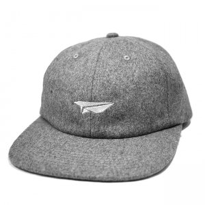 <img class='new_mark_img1' src='//img.shop-pro.jp/img/new/icons5.gif' style='border:none;display:inline;margin:0px;padding:0px;width:auto;' />BENNY GOLD PAPER PLANE POLO HAT / GREY (ベニーゴールド 6パネルキャップ)