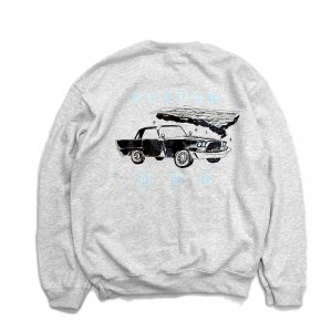 <img class='new_mark_img1' src='https://img.shop-pro.jp/img/new/icons5.gif' style='border:none;display:inline;margin:0px;padding:0px;width:auto;' />FEEVERBUG CAR CLUB CREWNECK SWEAT / ASH (フィバーバグ クルーネック/スウェット)