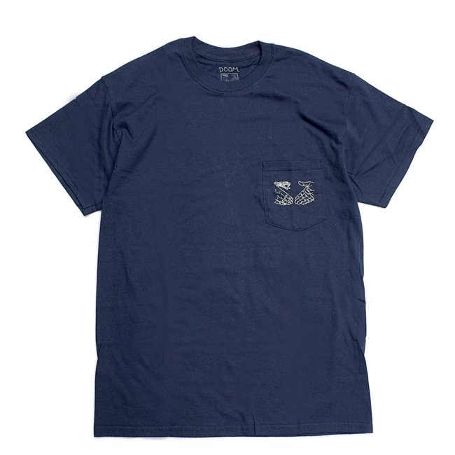 <img class='new_mark_img1' src='//img.shop-pro.jp/img/new/icons5.gif' style='border:none;display:inline;margin:0px;padding:0px;width:auto;' />DOOM SAYERS SNAKE SHAKE POCKET TEE / NAVY (ドゥームセイヤーズ Tシャツ/TEE)