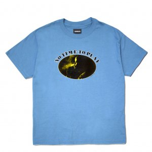 <img class='new_mark_img1' src='//img.shop-pro.jp/img/new/icons5.gif' style='border:none;display:inline;margin:0px;padding:0px;width:auto;' />HORRIBLE'S NO TIME TO PLAY T-SHIRT / DENIM BLUE (ホリブルズ Tシャツ)