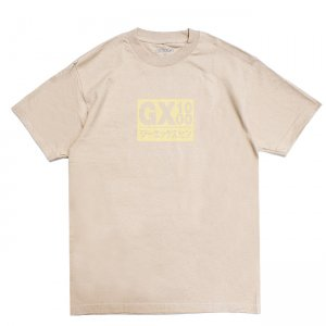 <img class='new_mark_img1' src='//img.shop-pro.jp/img/new/icons5.gif' style='border:none;display:inline;margin:0px;padding:0px;width:auto;' />GX1000 JAPAN LOGO TEE / SAND (ジーエックスセン Tシャツ / 半袖)