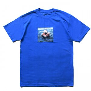 <img class='new_mark_img1' src='//img.shop-pro.jp/img/new/icons5.gif' style='border:none;display:inline;margin:0px;padding:0px;width:auto;' />BECKY FACTORY FASHION KILLER SHARK TEE / BLUE (ベッキーファクトリー Tシャツ)