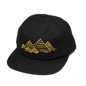 <img class='new_mark_img1' src='//img.shop-pro.jp/img/new/icons5.gif' style='border:none;display:inline;margin:0px;padding:0px;width:auto;' />THEORIES PYRAMID FINGERPRINTS WOOL STRAPBACK CAP / CRIMSON (セオリーズ  スナップバックキャップ/6パネルキャップ)