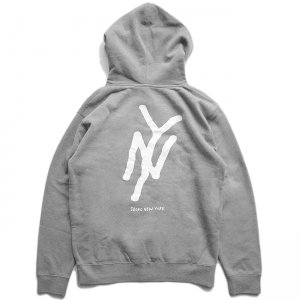 <img class='new_mark_img1' src='//img.shop-pro.jp/img/new/icons5.gif' style='border:none;display:inline;margin:0px;padding:0px;width:auto;' />5BORO NY MONOGRAM PULLOVER HOODIE / HEATHER GREY (ファイブボロ/パーカー)