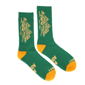 <img class='new_mark_img1' src='//img.shop-pro.jp/img/new/icons5.gif' style='border:none;display:inline;margin:0px;padding:0px;width:auto;' />THEORIES PYRAMIDS CREW SOCKS / GREEN × GOLD(セオリーズ  ソックス/靴下)