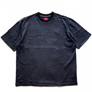 <img class='new_mark_img1' src='https://img.shop-pro.jp/img/new/icons5.gif' style='border:none;display:inline;margin:0px;padding:0px;width:auto;' />WKND STRIPE TEE / BLACK × BLUE (ウィークエンド Tシャツ)