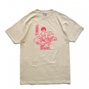 <img class='new_mark_img1' src='https://img.shop-pro.jp/img/new/icons1.gif' style='border:none;display:inline;margin:0px;padding:0px;width:auto;' />SAYHELLO Japanese Geek TEE / Sand (セイハロー / Tシャツ)