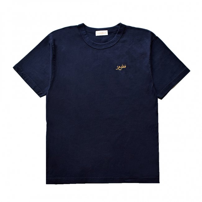 <img class='new_mark_img1' src='https://img.shop-pro.jp/img/new/icons5.gif' style='border:none;display:inline;margin:0px;padding:0px;width:auto;' />HORRIBLE'S QATAR T-SHIRT / NAVY (ホリブルズ Tシャツ)