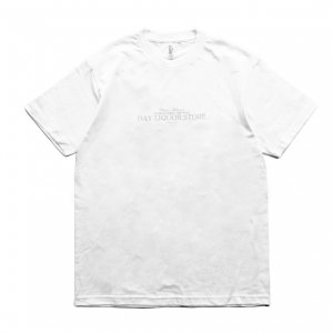<img class='new_mark_img1' src='https://img.shop-pro.jp/img/new/icons5.gif' style='border:none;display:inline;margin:0px;padding:0px;width:auto;' />DAY LIQUOR STORE OG LOGO TEE / WHITE (デイリカーストアー Tシャツ)