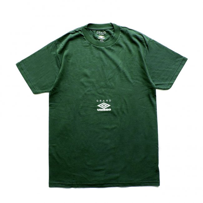 <img class='new_mark_img1' src='https://img.shop-pro.jp/img/new/icons5.gif' style='border:none;display:inline;margin:0px;padding:0px;width:auto;' />GRAND COLLECTION X Umbro Tee / FOREST (グランドコレクション Tシャツ / 半袖)