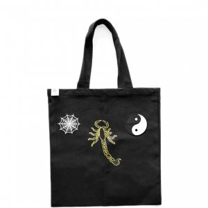 <img class='new_mark_img1' src='https://img.shop-pro.jp/img/new/icons5.gif' style='border:none;display:inline;margin:0px;padding:0px;width:auto;' />CASTLE SCORPION TOTE BAG / BLACK (キャッスル/トートバッグ)