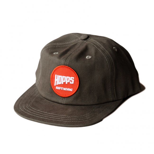 <img class='new_mark_img1' src='https://img.shop-pro.jp/img/new/icons5.gif' style='border:none;display:inline;margin:0px;padding:0px;width:auto;' />HOPPS PATCH SNAPBACK CAP / DARK GREY (ホップス キャップ)