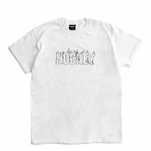 <img class='new_mark_img1' src='https://img.shop-pro.jp/img/new/icons1.gif' style='border:none;display:inline;margin:0px;padding:0px;width:auto;' />HOCKEY UP IN FLAMES TEE / WHITE (ホッキー 半袖Tシャツ)