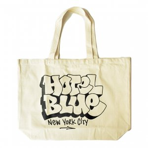 <img class='new_mark_img1' src='https://img.shop-pro.jp/img/new/icons5.gif' style='border:none;display:inline;margin:0px;padding:0px;width:auto;' />HOTEL BLUE TOTE BAG / CREAM (ホテルブルー トートバッグ/エコバック)