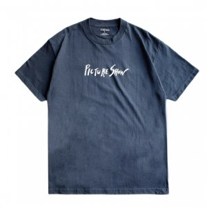 <img class='new_mark_img1' src='https://img.shop-pro.jp/img/new/icons5.gif' style='border:none;display:inline;margin:0px;padding:0px;width:auto;' />PICTURE SHOW SCRIPT TEE / NAVY (ピクチャーショー Tシャツ)