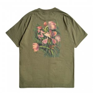 <img class='new_mark_img1' src='https://img.shop-pro.jp/img/new/icons5.gif' style='border:none;display:inline;margin:0px;padding:0px;width:auto;' />THEORIES FLORA HEAVY DUTY TEE / OLIVE(セオリーズ Tシャツ/半袖)