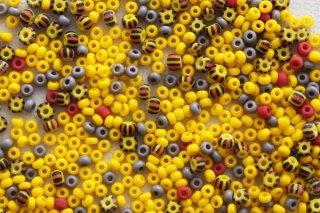 ビーズ 10g/黄色とグレーストライプMIX