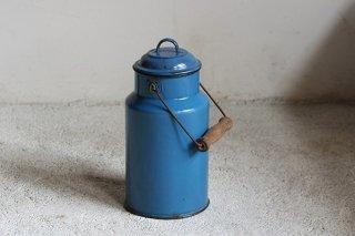 青のホーロー製ミルク缶/ハンガリー