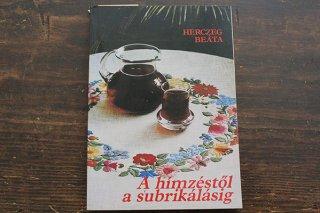 ハンガリーカロチャの本『A himzestol a subrikalasig』