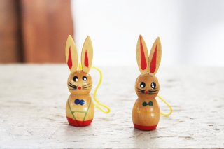 2羽のうさぎの飾り(赤耳コンビ)/ドイツ