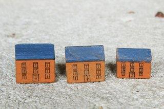 木のドイツのお家 3軒(青い屋根木肌の壁)