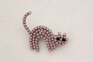 ラインストーンのブローチ/猫(ピンク×黒目)