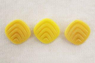ヴィンテージガラスボタン/四角黄色