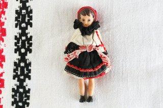 民俗衣装の女の子/ハンガリー