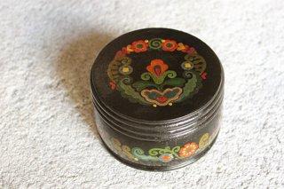 伝統モチーフの丸い容れ物(黒)/チェコ