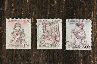 民俗衣装の女性の切手(4)/チェコ