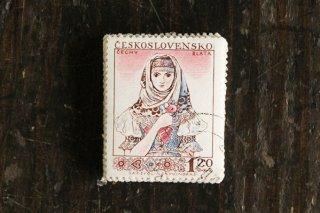 民俗衣装の女性の切手(2)/チェコ