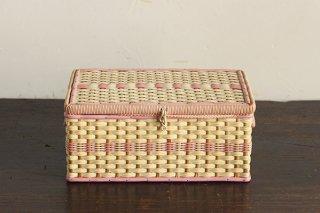 ピンク色の裁縫箱/チェコ