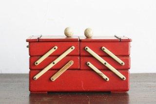 丸い摘みの赤の三段の裁縫箱/ドイツ
