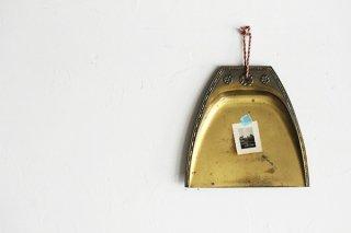 真鍮の吊るすトレイ飾り(花)/ドイツ