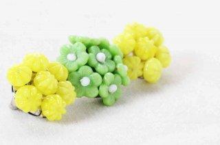 ヴィンテージブローチ/3つ並ぶ丸い花 黄緑