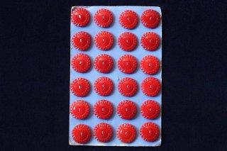 ガラスボタンのシート/赤