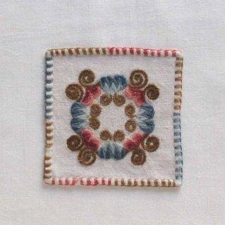 ハンガリーの毛糸刺しゅう/焚き火四角