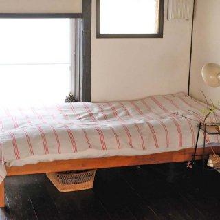 シンプル赤ラインのベッドカバー/ルーマニア
