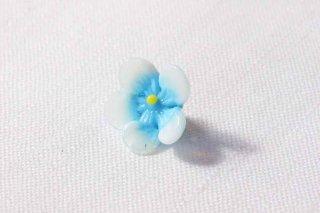 ガラス製のお花パーツ/白水色